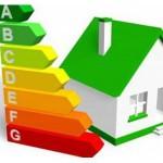 Vivienda con las siglas del ahorro energético
